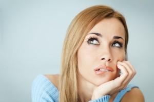 желтые выделения у женщин без запаха причины