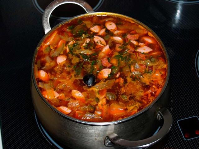 Суп сборная солянка с колбасой и картошкой рецепт пошагово