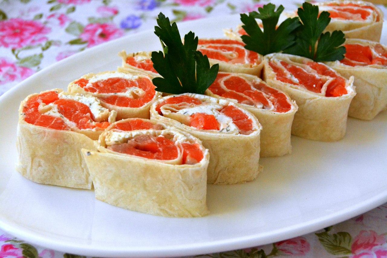 В качестве дополнительного ингредиента выступают яйца, сваренные вкрутую, что делает закуску вкусной и нежной.